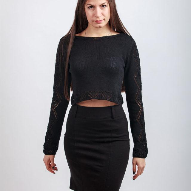 Къс пуловер с ажури в черно