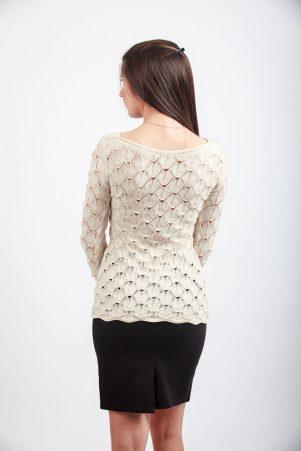 Ажурен пуловер в бежово