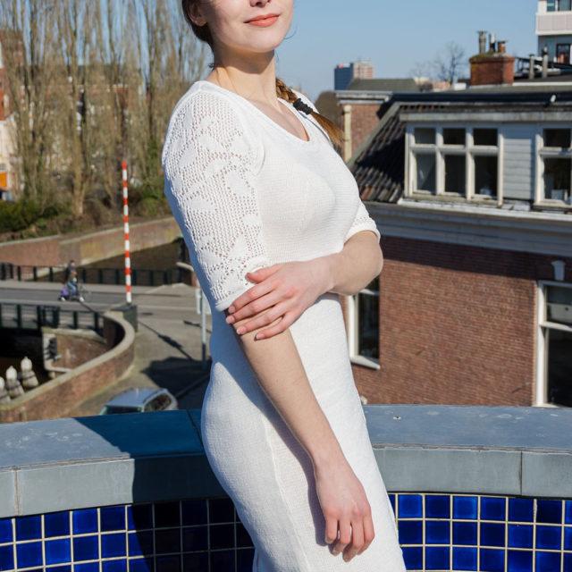 Плетена рокля с ажурени ръкави