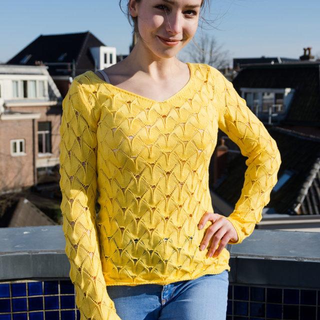 Ажурен пуловер в жълто