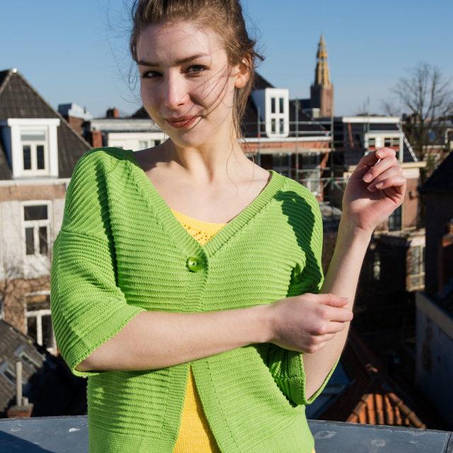Плетена жилетка в зелено