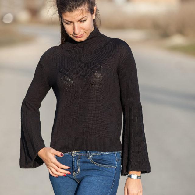 Пуловер Ния в черно