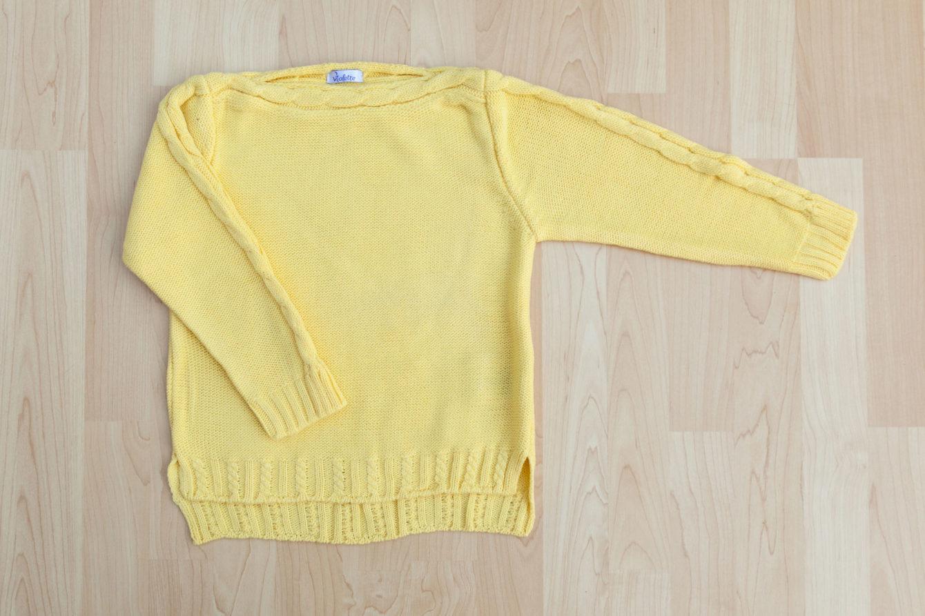 Пуловер лодка деколте в жълто