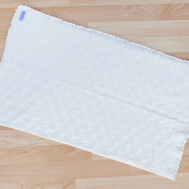 Пелена квадратчета с ръчно наплитане екрю