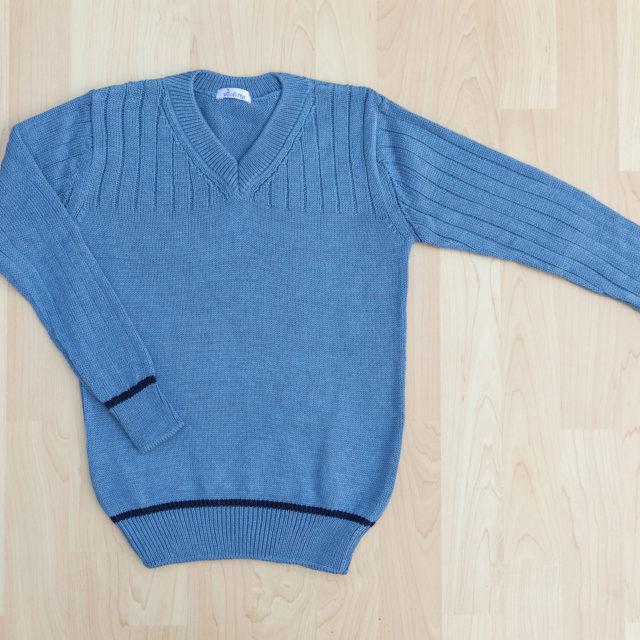 Пуловер с остро деколте