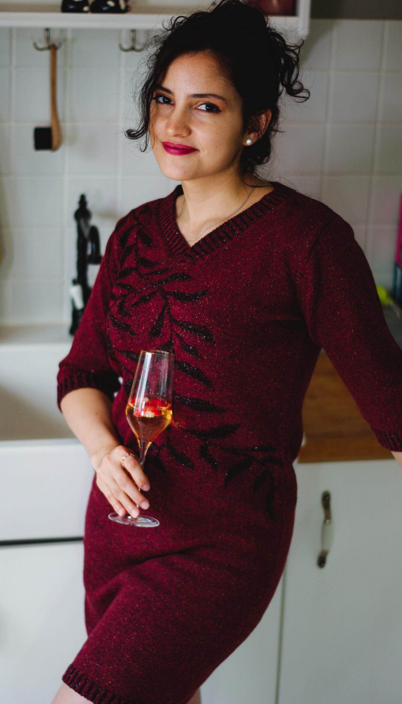 Плетена рокля с есенен мотив в червено-02
