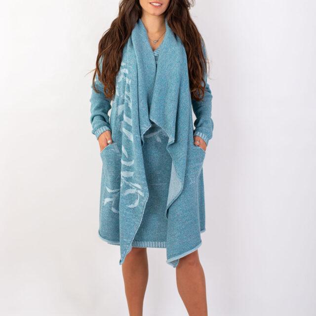 Плетено манто с есенен мотив в синьо-02