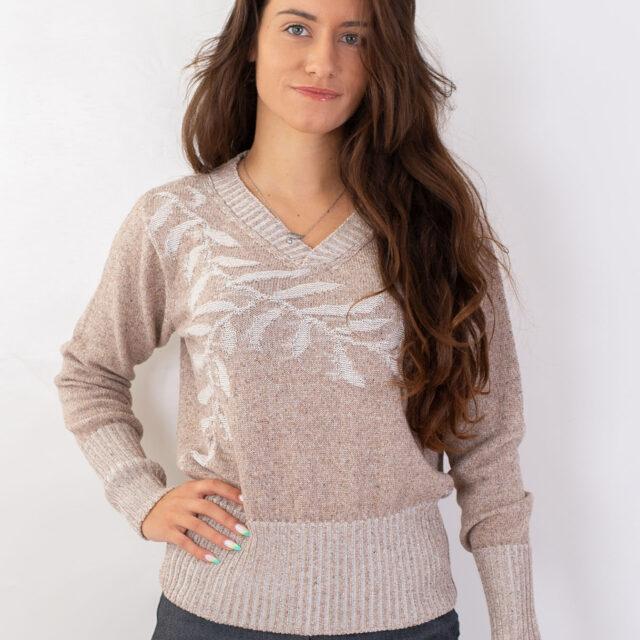 Пуловер с есенен мотив в бежово-01