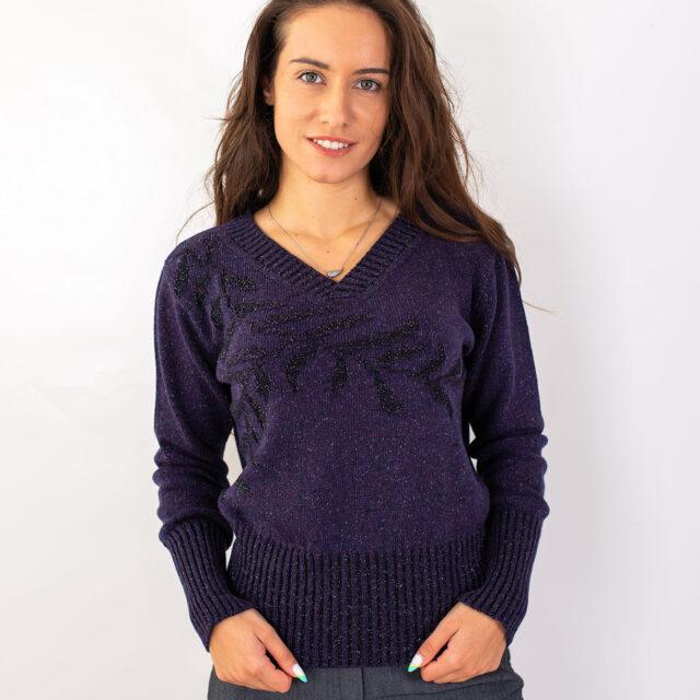 Пуловер с есенен мотив в лилаво-01